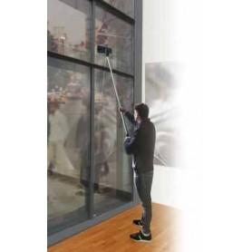 Уред за вътрешно почистване на витрини и прозорци